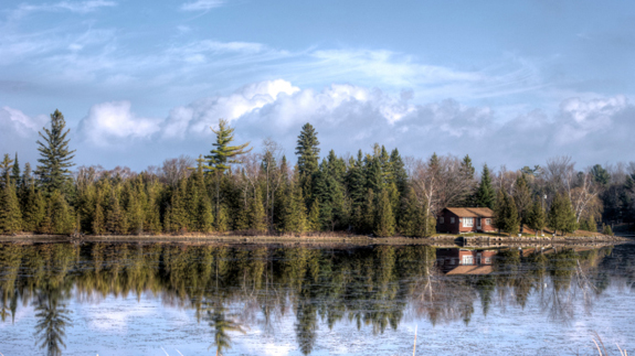 A lakeside cottage in Ontario, Canada. Image: Thinkstock