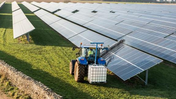 Image: Lightsource Renewable Energy